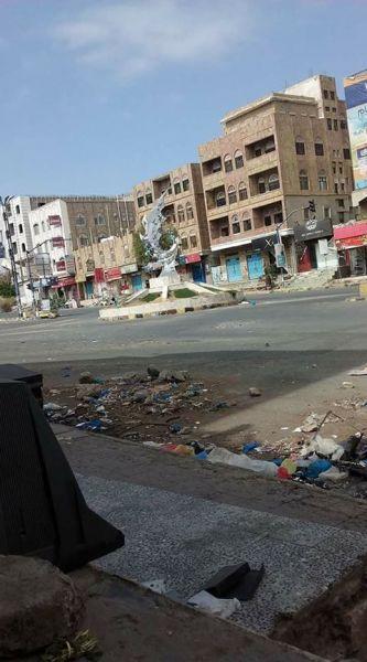 وردنا الآن… الجيش الوطني يشن هجوما عنيفا على معسكر القوات الخاصة شرق تعز (صورة)