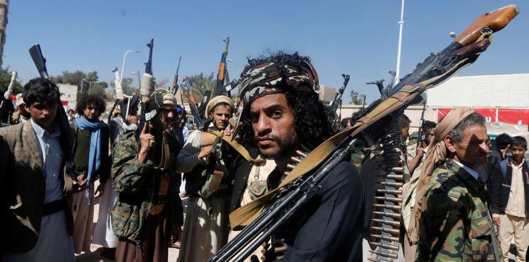 """استحواذ مليشيا الانقلاب على عائدات الجمارك والضرائب والاتصالات تحت مسمى""""المجهود الحربي"""" يثير خلافًا بين طرفي الانقلاب في صنعاء"""