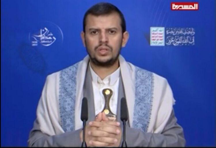 شاهد زعيم الحوثيين يظهر امام انصاره في حالة يرثى لها ويهاجم المخلوع