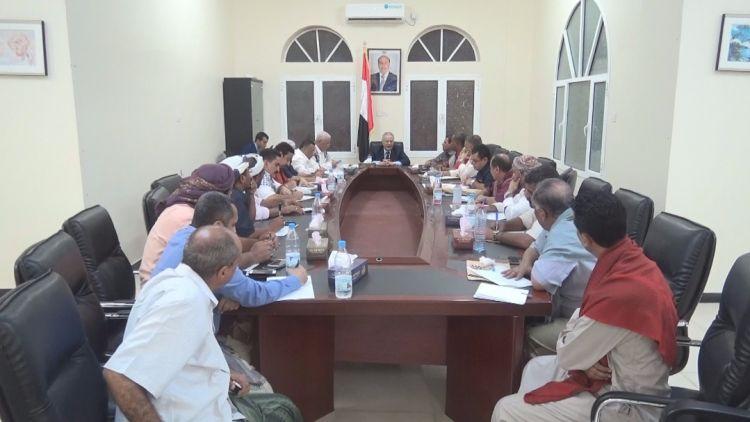 محافظ عدن يناقش في اجتماع آليات وبرامج تنفيذ المشاريع التنموية بالمحافظة