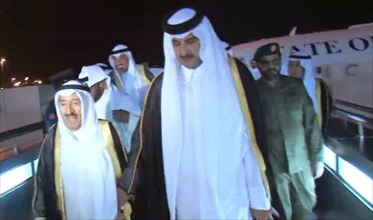أمير الكويت غادر الدوحة بعد اجتماعه بأمير قطر من أجل حل الأزمة الخليجية