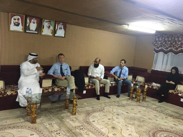 عدن: الهلال الأحمر الإماراتي وممثل الصليب الأحمر الدولي يناقشان عملية ايصال المساعدات الى مناطقر سيطرة الانقلابيين