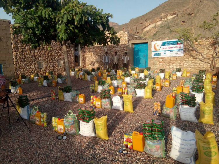 تدشين توزيع 1000 سلة غذائية بمحافظة سقطرى