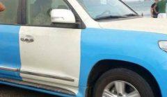 """بالفيديو والصور.. مسؤولون يتبعون """"شلال"""" يسطون على سيارات الشرطة في عدن ويحولونها إلى """"ملكية خاصة"""""""