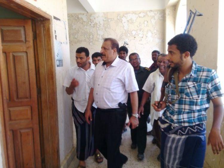 وزير الداخلية وقيادات عسكرية تدين محاولة اغتيال اللواء الركن علي ناصر لخشع