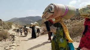 """مليشيا الحوثي تُهجّر """" 350 """" أسرة من قرية واحدة في تعز"""