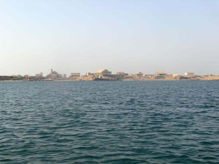 طيران التحالف يشن غارات ليلية على جزر يمنية