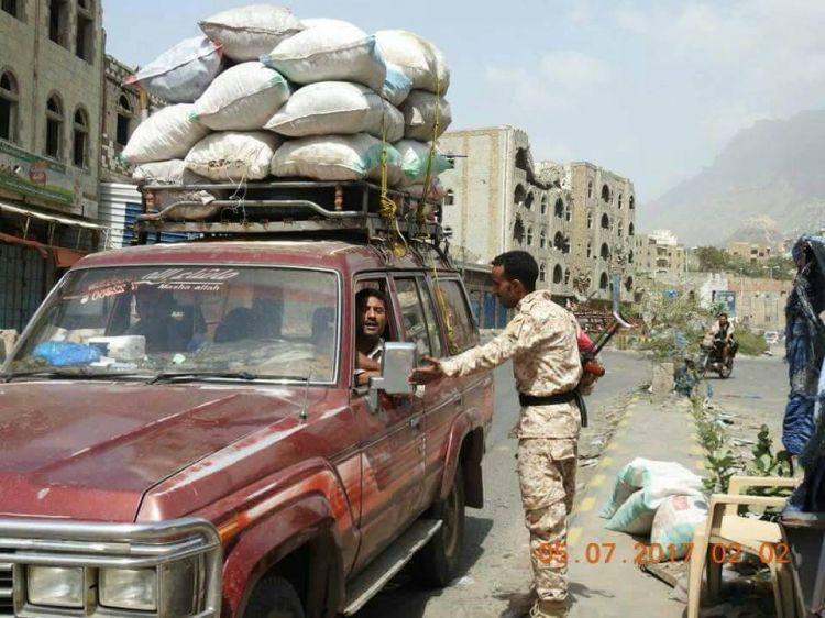 الشرطة العسكرية في تعز تكثف انتشارها في المدينة.