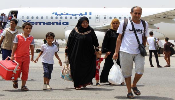 الخوف من وباء الكوليرا يقيّد سفر اليمنيين إلى الخارج
