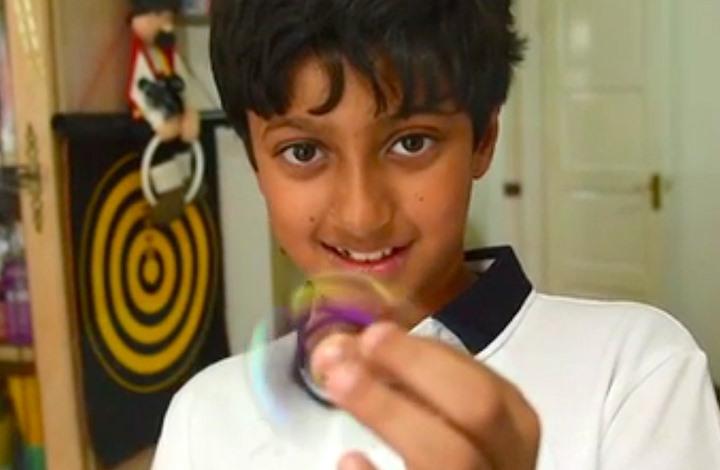 صبي بريطاني (11 عاما) يتجاوز معدل ذكائه أينشتاين وهوكينغ