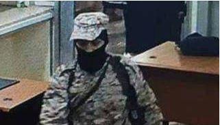 """بينهم فتاة.. القوات الامنية تقبض على ثلاثة من منفذي هجوم """"البنك الاهلي"""" في عدن – صور"""
