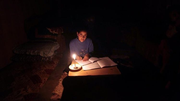 خروج منظومة الكهرباء في عدن عن الخدمة، ومصدر حكومي يوضح الاسباب