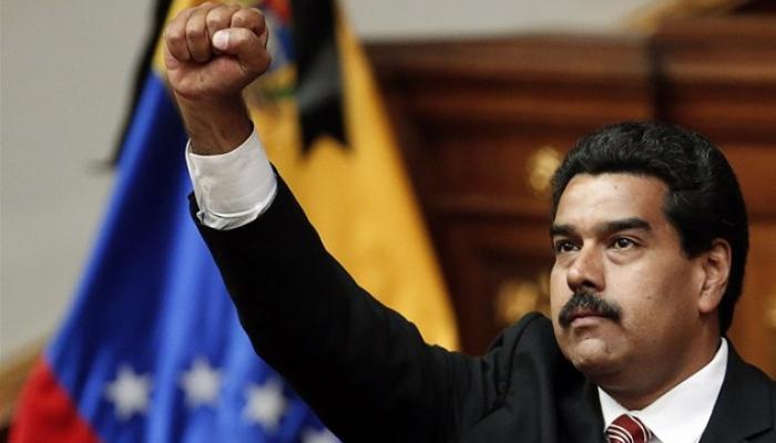 """شاهد بالصورة.. رئيس احدى دول امريكا يشبه نفسه ب""""صدام حسين"""""""