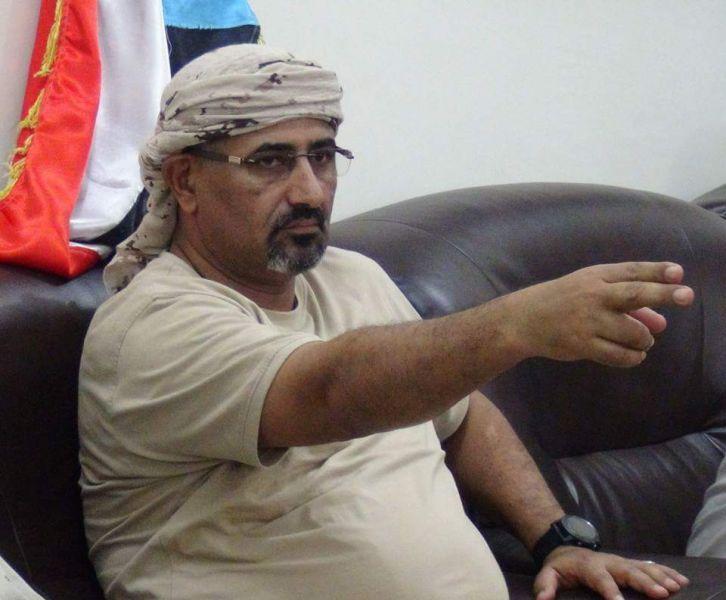 """لن تصدق.. ماهو الثمن الذي طلبه """"الزُبيدي"""" كشرطٍ لتسليم مبنى محافظة عدن"""