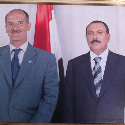 """بالصورة.. الحوثيون يكشفون عن فضيحة """"العيب الاسود"""" لصهر المخلوع وتحرشه بإمرأة وسط صنعاء"""