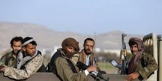 مليشيا الحوثي تداهم منازل في البيضاء