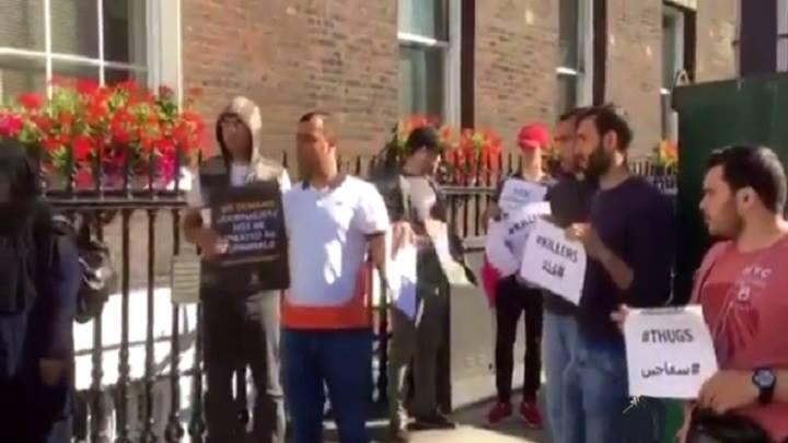 محتجون في لندن ينددون بجرائم الإمارات واطماعها التوسعية في اليمن