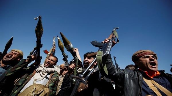 """وثيقة سرية للجنة العقوبات على اليمن تفضح دور """"الإمارات"""" المشبوه بدعم الحوثيين!"""