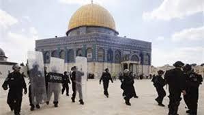 مستوطنون يجددون اقتحامهم المسجد الاقصى بحراسة من الشرطة الاسرائيلية