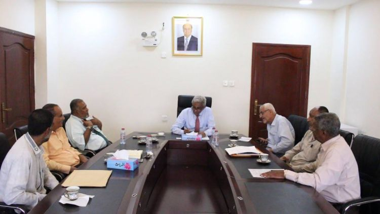 وزير المياه والبيئة يناقش تحسين الخدمات المقدمة للمواطنين في عدن