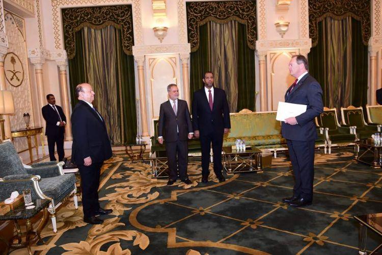 الرئيس اليمني يتسلم اوراق اعتماد عدد من السفراء