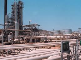 شركة النفط في عدن تبدا بضخ 2000 متر مكعب من البنزين والبترول