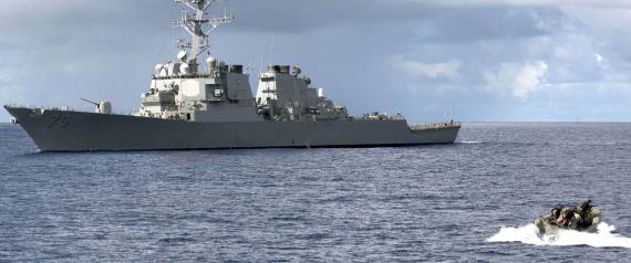 قارب مسلح للحرس الثوري الإيراني يتحرش بسفينة أميركية بالخليج.. هذه تفاصيل الواقعة