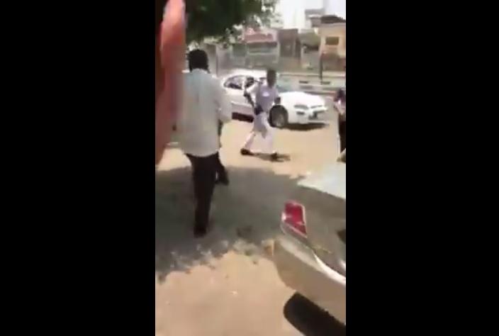 بالفيديو.. مسافرون غاضبون من مكتب اليمنية بالقاهرة يشتبكون مع الموظفين ورجل امن مصري