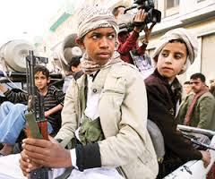 """الحوثيون يحوّلون جبهاتهم إلى """"ثقوب سوداء"""" تلتهم الأطفال"""