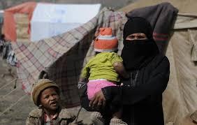 صحيفة بريطانية تسلط الضوء على محنة اليمنيين.. الحرب المدمرة والجوع وتخفيض المساعدات عوامل أفرزت اكبر أزمة إنسانية في العالم