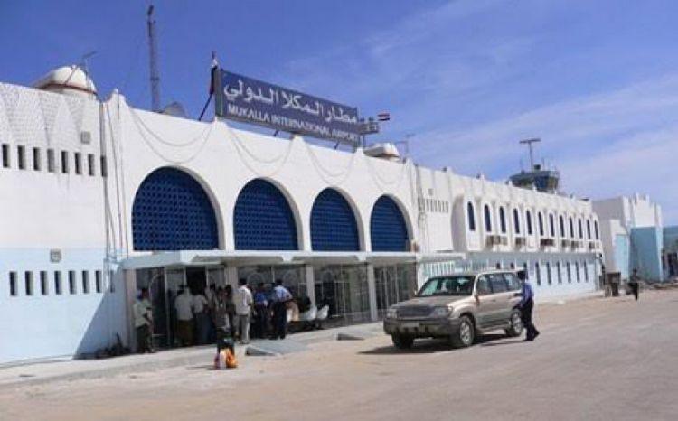 """هام.. تحركات """"خطيرة"""" تجريها الامارات في مطار الريان دون علم الدولة والسلطة المحلية بالمحافظة.. تفاصيل"""