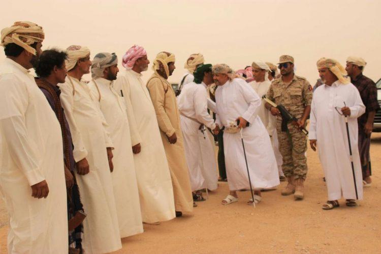 """تفاصيل أحدث فصول """"الحرب الباردة"""" بين أبوظبي ومسقط في اليمن"""