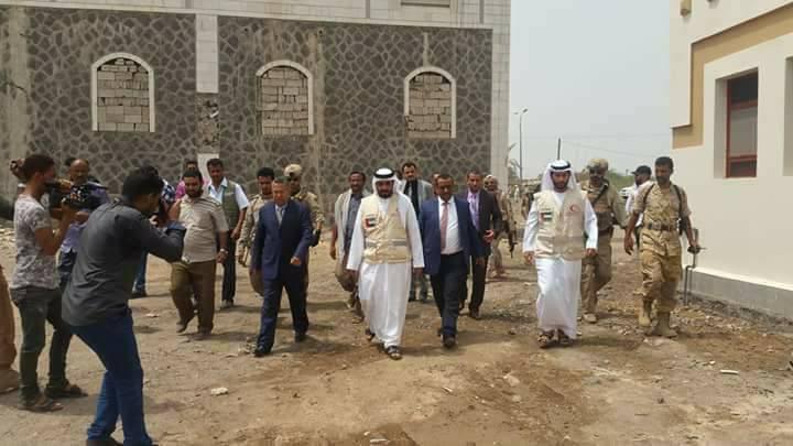 عاجل.. رئيس الوزراء احمد عبيد بن دغر يصل المخاء – صور