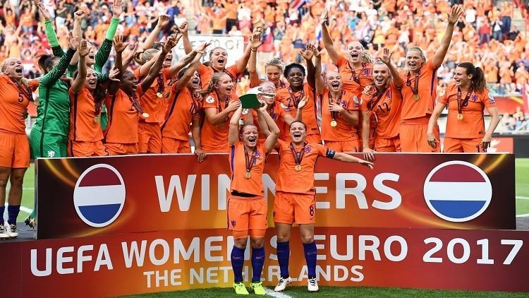 هولندا تتوج بلقب امم اوروبا للسيدات بعد فوزها على الدانمارك