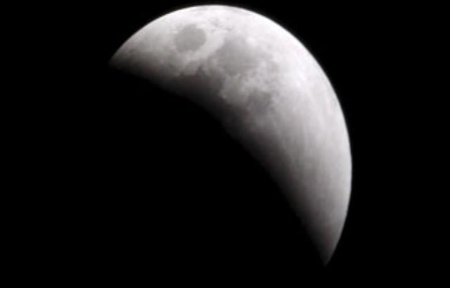خسوف جزئي للقمر اليوم الاثنين