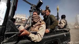 """الحوثيون """"يشحتون"""" رواتب الموظفين من تجار الحديدة وتعز، ويهددون بنهبها اذا لم يتم دفعها"""