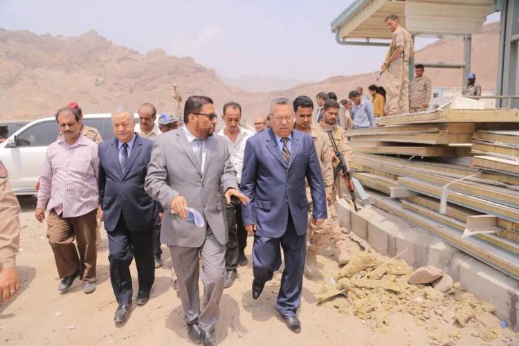 بن دغر والمفلحي يتفقدان مشروع مبنى الإذاعة والتلفزيون في عدن