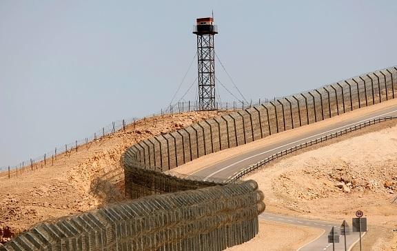 تحت الأرض.. لماذا تبني إسرائيل جدارًا عازلًا على الحدود المصرية؟