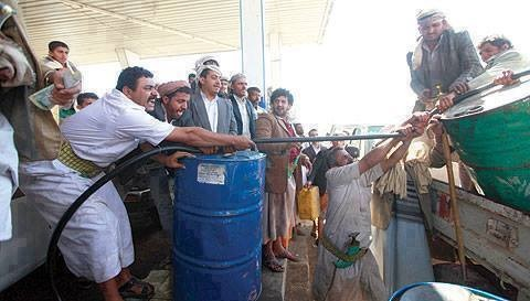الحكومة توجه بشراء البنزين بصورة عاجلة لمواجهة النقص