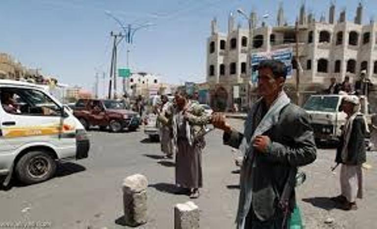 ذمار.. مليشيا الحوثي تبتز المسافرين الى المناطق المحررة