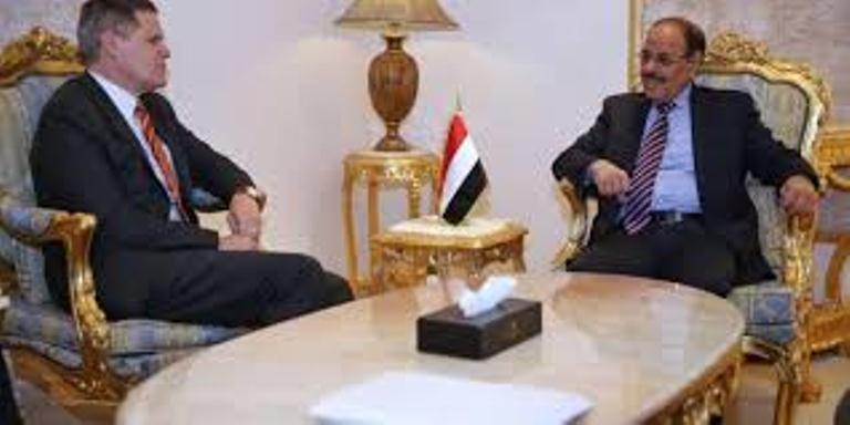 السفير الامريكي يشدد على ضرورة عودة الاطراف اليمنية الى طاولة الحوار