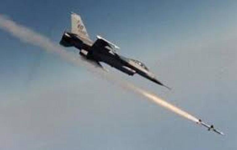 قوات التحالف العربي تشن غارات على مواقع الانقلابيين غرب تعز