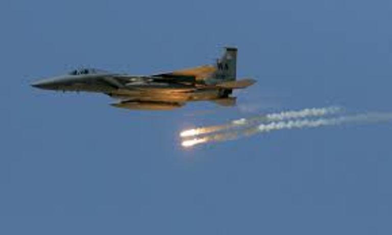 طيران التحالف العربي يشن غارات على مواقع الانقلابيين في صرواح وتعز