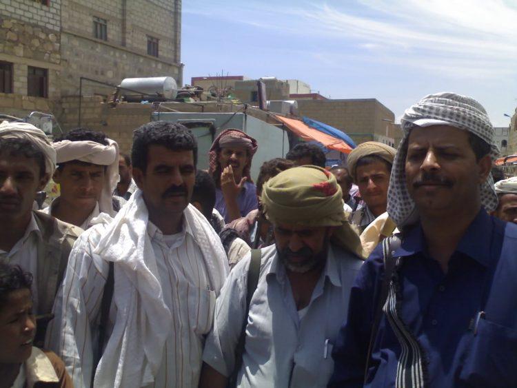إصابة وكيل محافظة ابين ومقتل 3 من مرافقيه في كمين نصبه مسلحون مجهولون