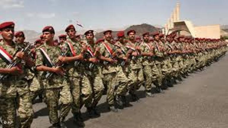 اشتباكات بالأسلحة الخفيفة بين مليشيا الحوثي والحرس التابع للمخلوع صالح قرب دار الرئاسة في صنعاء
