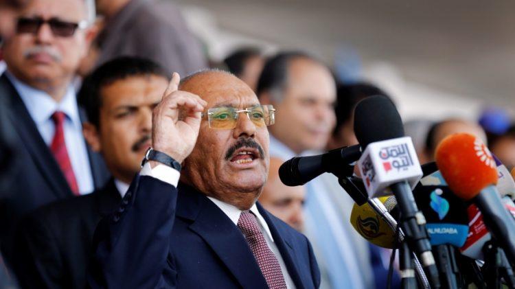 """كما ورد… الحوثيون يقطعون الاتصالات والإنترنت عن المنطقة التي يتواجد فيها … وأنباء متضاربة بشأن مصير""""صالح """""""