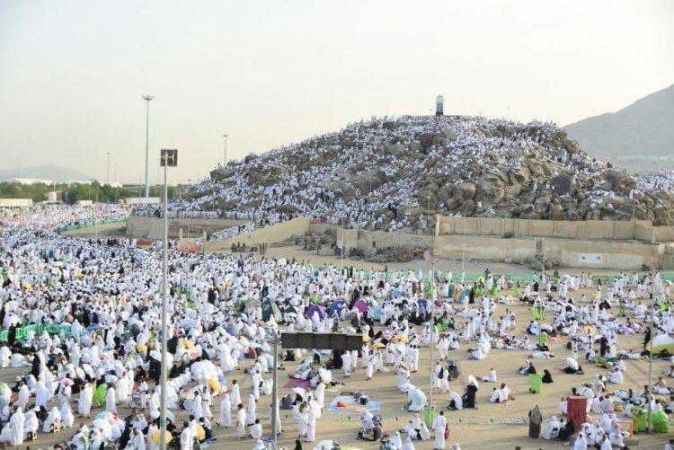 شاهد بالصور: حجاج بيت الله الحرام يتوافدون إلى صعيد عرفات