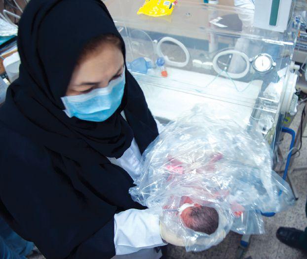حاجة يمنية تضع مولودها وهي في جبل عرفات