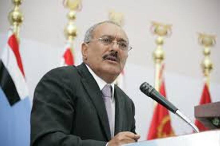 صحفي مقرب من صالح: الحديث عن جبهة موحدة في صنعاء صارت كذبة مثلها مثل الحديث عن شرعية هادي