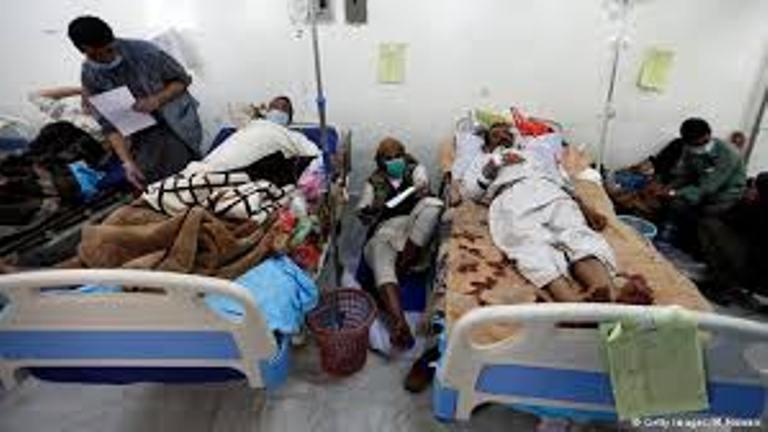 بيانات من منظمة الصحة العالمية تظهر ان عدد حالات الاصابة بمرض الكوليرا في اليمن منذ بدء انتشاره بلغ 612الف و703 حالة